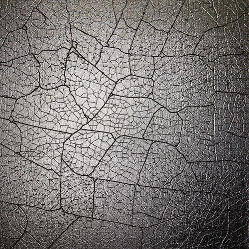 Cracked metal